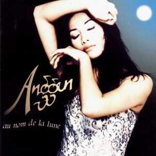 Paroles de chansons et pochette de l'album Au nom de la lune de Anggun