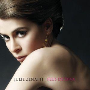 Paroles de chansons et pochette de l'album Plus de diva de Julie Zenatti